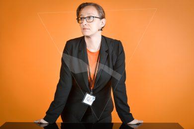 Femme d'affaire orange